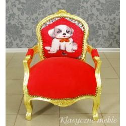 Fotelik dla dziecka z obrazkiem pieska na oparciu. 5903