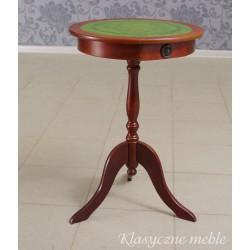 Klasyczny stolik w angielskim stylu