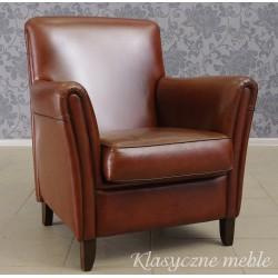 Fotel tapicerowany owczą skórą naturalną.